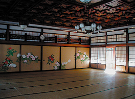 The interior of the Zuiryukaku might be mistaken for an art museum.