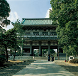 Main gate, or sanmon